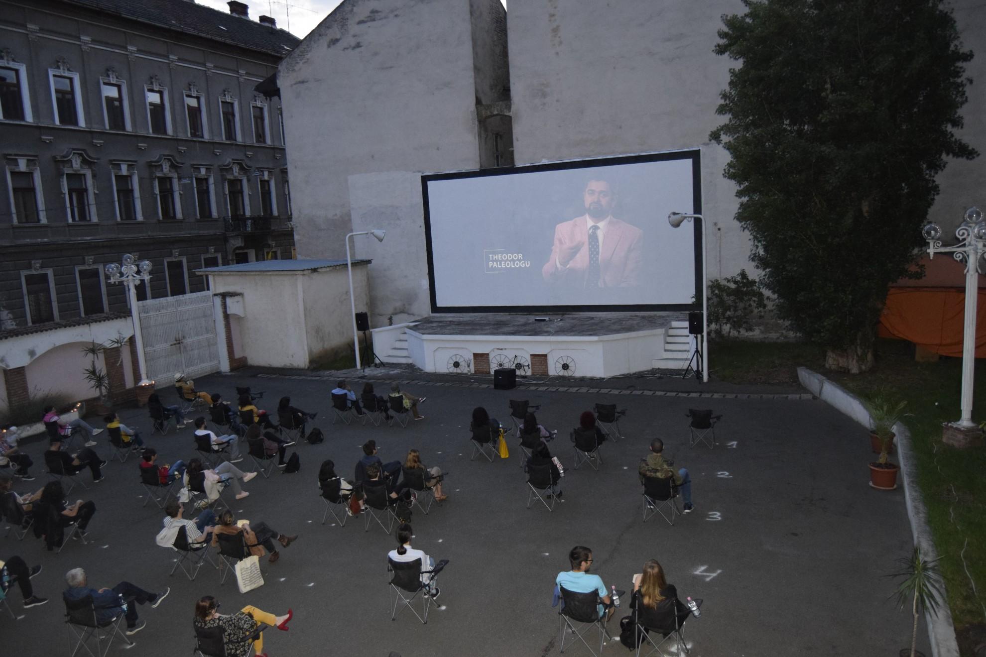 """""""Durere și glorie"""" și """"Tovarășul Draculici"""", în grădina de vară de la cinematograful Arta"""