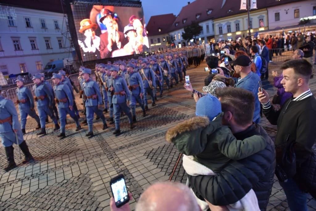 Reconstituire istorică cu cadeții Academiei Forțelor Terestre din Sibiu și parada porului popular, la Zilele Administrației Arădene