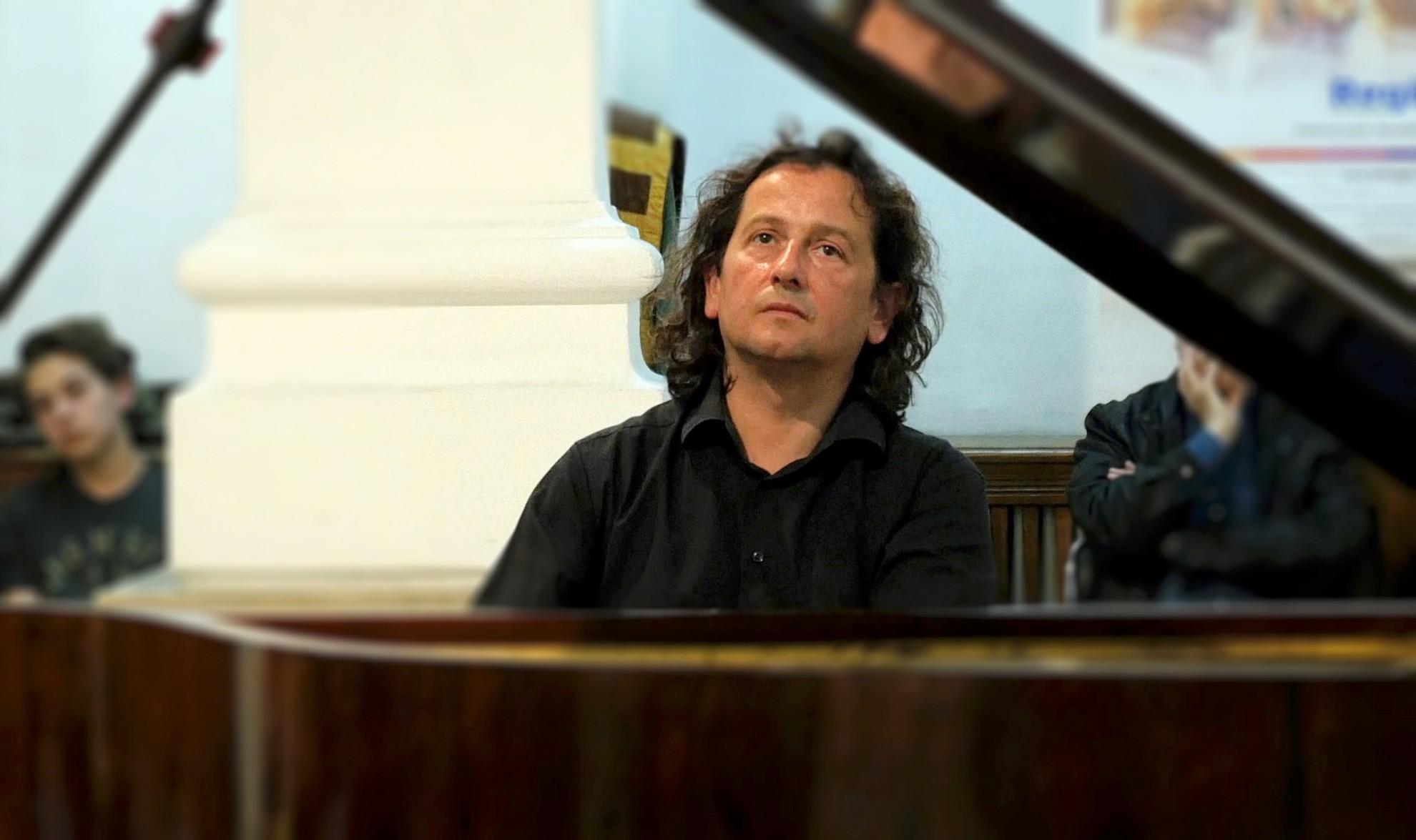 Musical show Piano Traveler