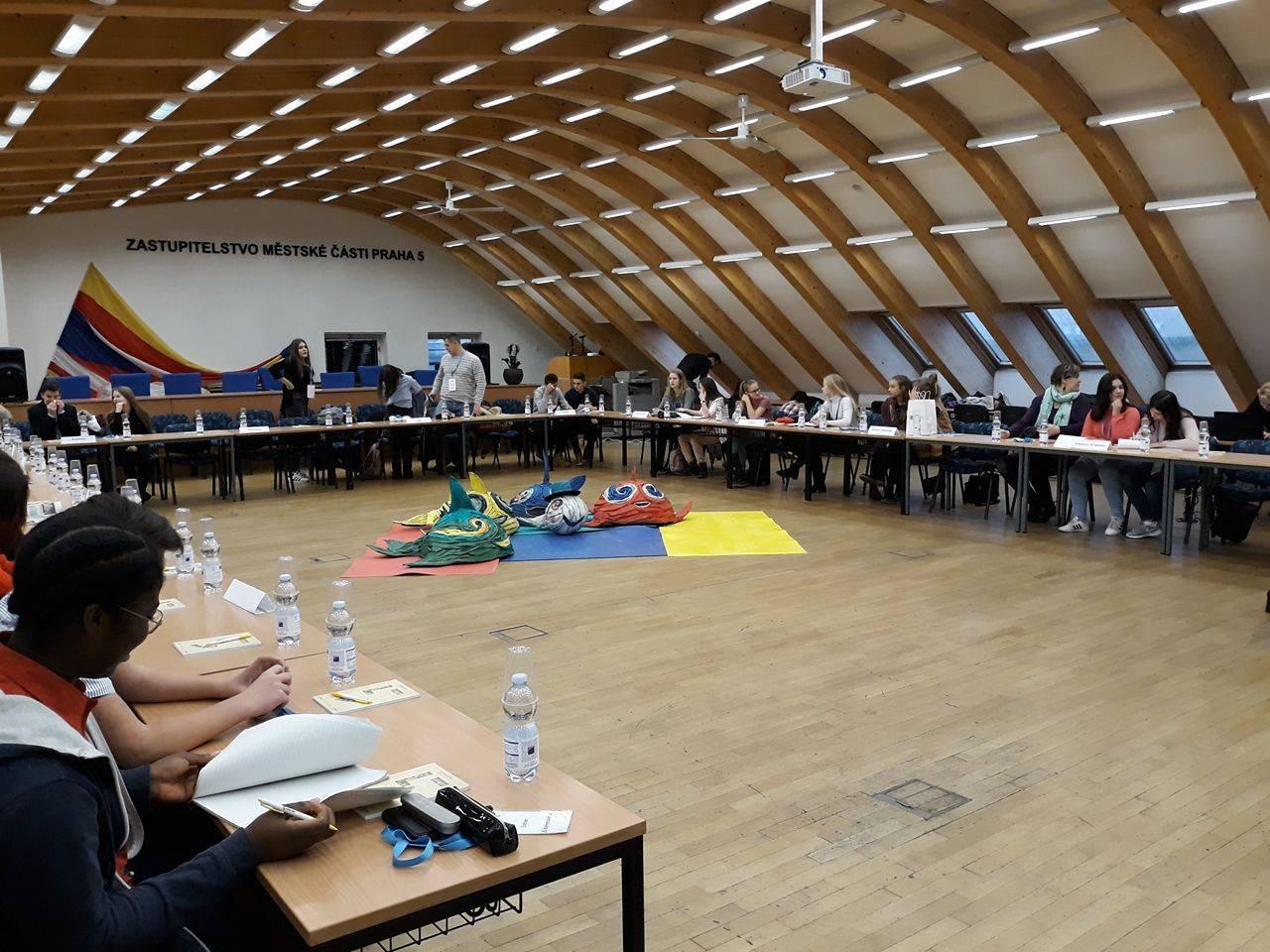 O nouă acțiune în baza înfrățirii Aradului cu Sectorul 5 din Praga – Participarea elevilor arădeni la Conferința Internațională a Elevilor